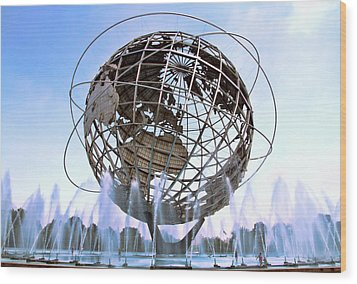 Unisphere With Fountains Wood Print