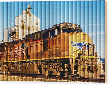 Up 5915 At Track Speed Wood Print by Bill Kesler