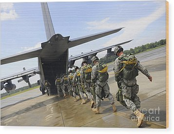 U.s. Army Rangers Board A U.s. Air Wood Print by Stocktrek Images