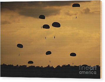 U.s. Army Soldiers Parachute Wood Print by Stocktrek Images