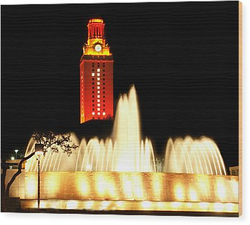 Ut Tower Championship Win Wood Print by Marilyn Hunt