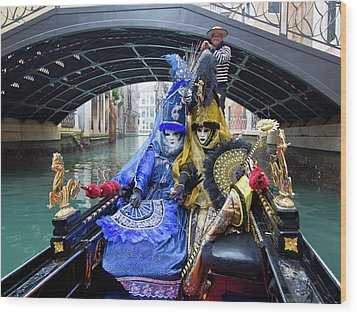 Venetian Ladies On A Gondola Wood Print