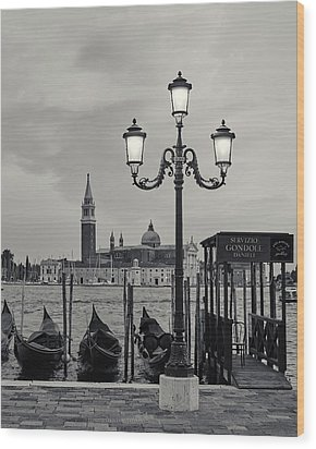 Venetian Streetlamp Wood Print by Richard Goodrich