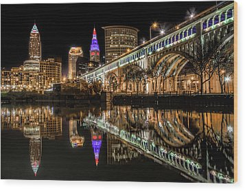 Veterans Memorial Bridge Wood Print