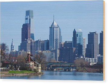 View Of Phliadelphia From West River Drive. Wood Print by Bill Cannon