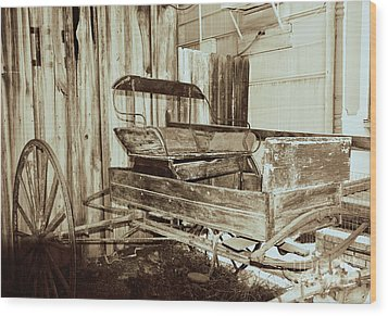Vintage Carriage Wood Print by Ray Shrewsberry