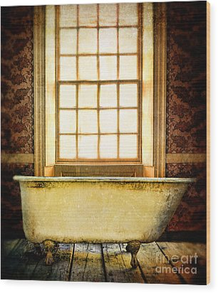 Vintage Clawfoot Bathtub By Window Wood Print