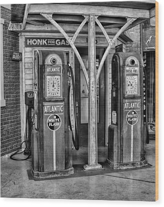 Vintage Gas Station Bw Wood Print