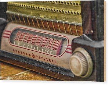 Vintage G.e. Radio Wood Print