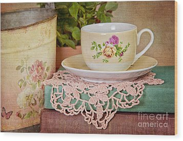 Vintage Teacup Wood Print by Cheryl Davis