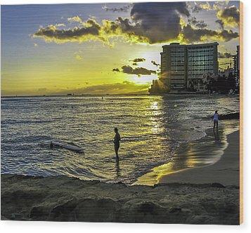 Waikiki Beach At Sunset Wood Print by Gordon Engebretson