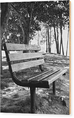 Waiting In Bw Wood Print by Edward Myers