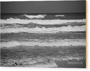 Waves 3 In Bw Wood Print by Susanne Van Hulst