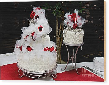 Wedding Cake And Red Roses Wood Print