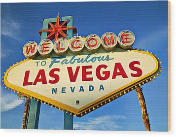 Welcome To Las Vegas Sign Wood Print by Garry Gay