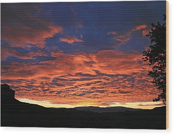 Western Day's End Wood Print by Gary Kaylor