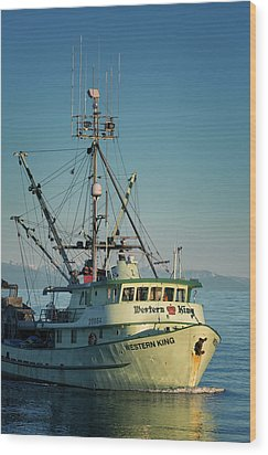 Wood Print featuring the photograph Western King At Breakwater by Randy Hall
