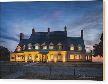 Whalehead Club Christmas 2337 Wood Print by Dan Beauvais