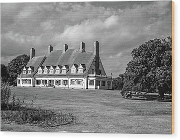 Wood Print featuring the photograph Whalehead Club by David Sutton