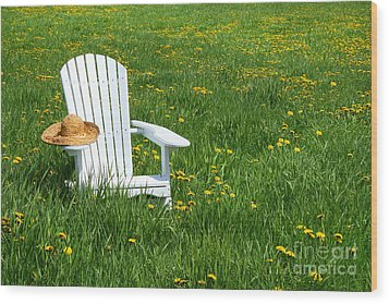 White Chair With Straw Hat Wood Print by Sandra Cunningham