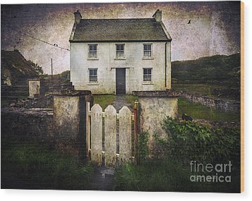 White House Of Aran Island Wood Print