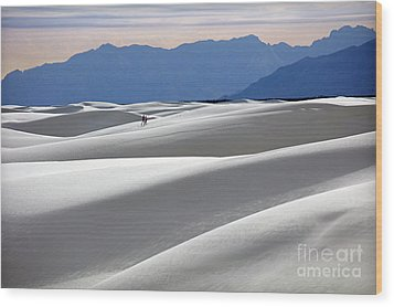 White Sands Hikers Wood Print