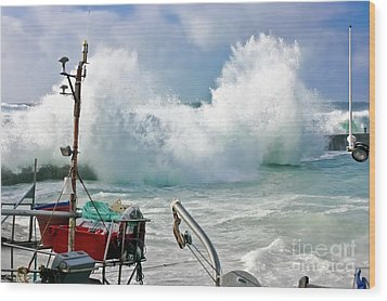 Wild Waves In Cornwall Wood Print by Terri Waters