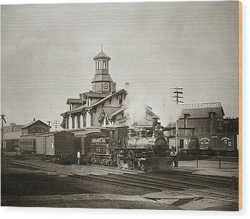 Wilkes Barre Pa. New Jersey Central Train Station Early 1900's Wood Print