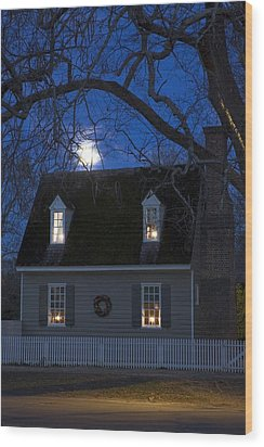 Williamsburg House In Moonlight Wood Print by Sally Weigand