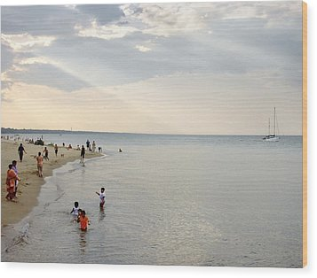 Wilmette Beach Labor Day 2009 Wood Print by John Hansen