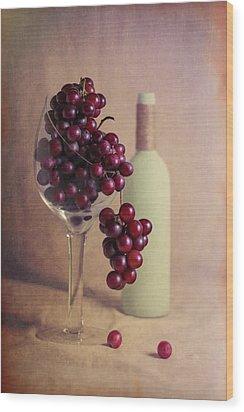 Wine On The Vine Wood Print by Tom Mc Nemar