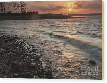Wood Print featuring the photograph Winter Morning At The Vetran's Lake by Iris Greenwell