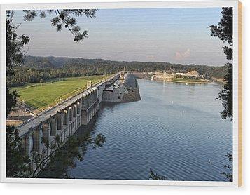 Wolf Creek Dam Wood Print by Amber Flowers