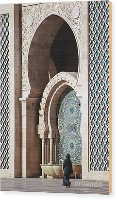 Woman At Mosque - Casablanca Wood Print by Linda  Parker