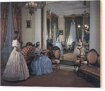 Women In Period Costumes Sit In An Wood Print by Willard Culver