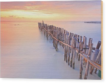 Wooden Posts Into  Sea Wood Print by Enzo Figueres