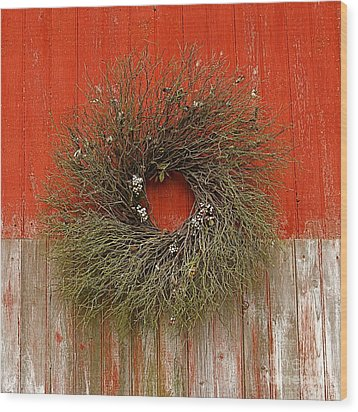 Wood Print featuring the photograph Wreath On The Barn by Nicola Fiscarelli