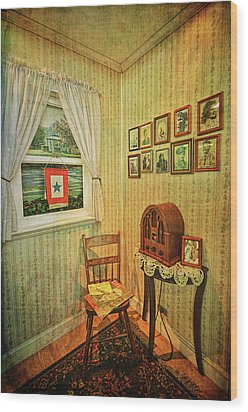 Wood Print featuring the photograph Wwii Era Room by Lewis Mann