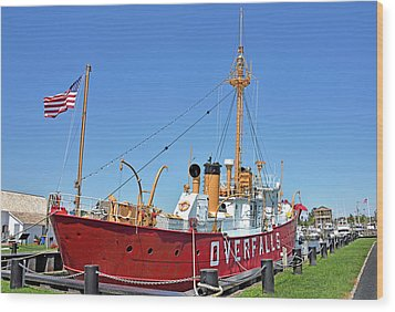 Wood Print featuring the photograph Lightship Overfalls Lewes Delaware by Brendan Reals