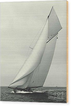 Yacht Columbia 1901 Wood Print