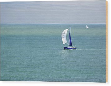 Yachts Sailing In Ventnor Bay Wood Print by Rod Johnson