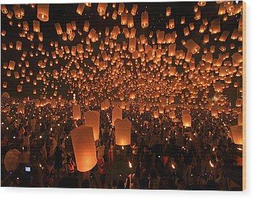 Yee Peng Festival In Thailand Wood Print by Sanchai Loongroong