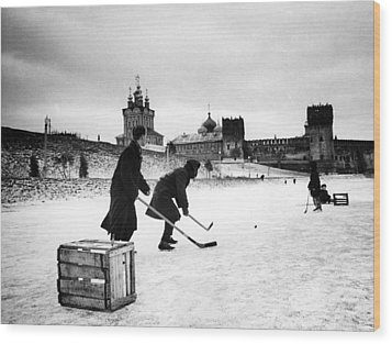 Young Russians Playing Hockey Wood Print by Everett