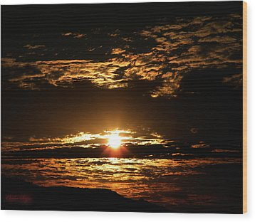 Yucca Valley Desert Sunrise Wood Print by Carlos Reyes