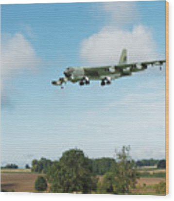 B52 Stratofortress Wood Print by Paul Gulliver