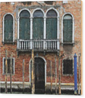 Venice Old Palace Wood Print by Julian Perry