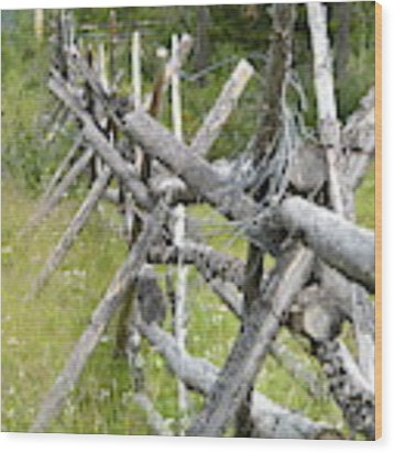 Russel Fence Wood Print by Ann E Robson