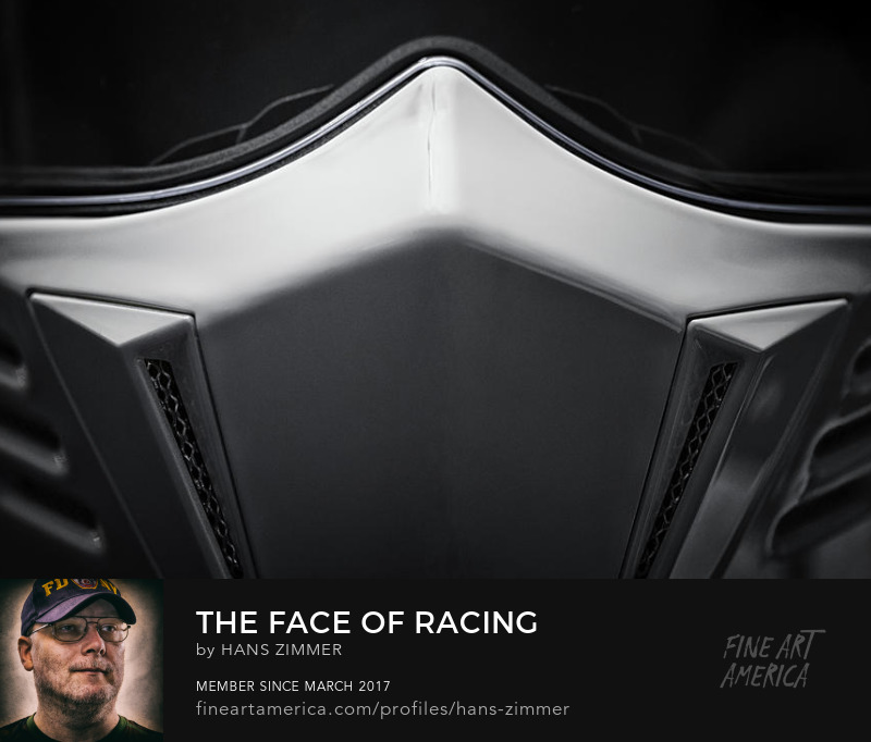 Front view of the Simpson darksome helmet ind close up by hans zimmer