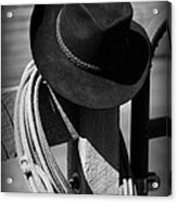 Cowboy Hat On Fence Post In Black And White Acrylic Print