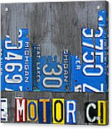 Detroit The Motor City Skyline License Plate Art On Gray Wood Boards  Acrylic Print